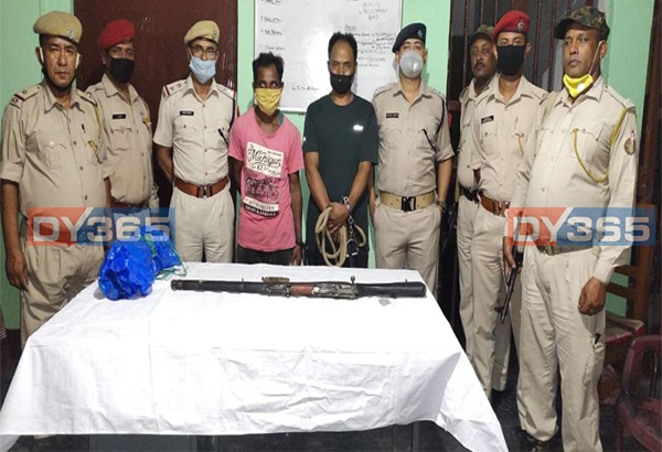 two poachers arrested by police in kaziranga seize arms and ammunitions