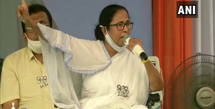 EC bans Mamata from campaigning for 24 hours, says she made
