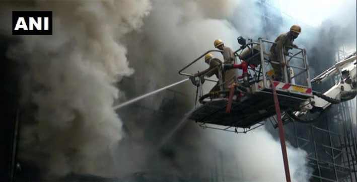 Massive fire breaks out at showroom in Delhi