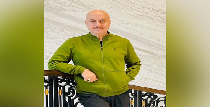 Anupam Kher treats fans to beautiful sunset view from Marine drive