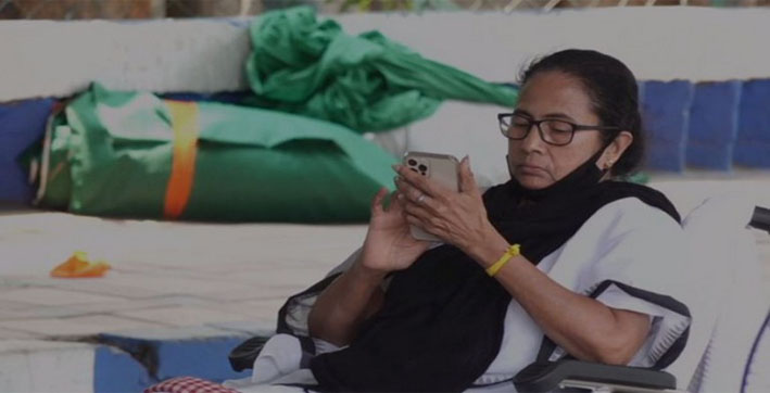 Mamata Banerjee sits on dharna to protest against EC's ban on her from campaigning for 24 hours