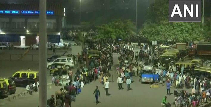 Amid curfew imposed in Maharashtra, migrant workers begin leaving state