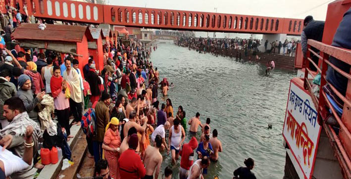 kumbh mela 2021 over 7 lakh devotees take holy dip in ganga in haridwar