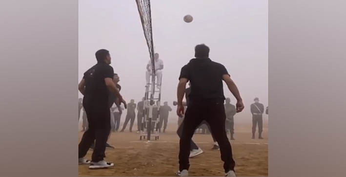 akshay kumar enjoys game of volleyball with bravehearts on army day