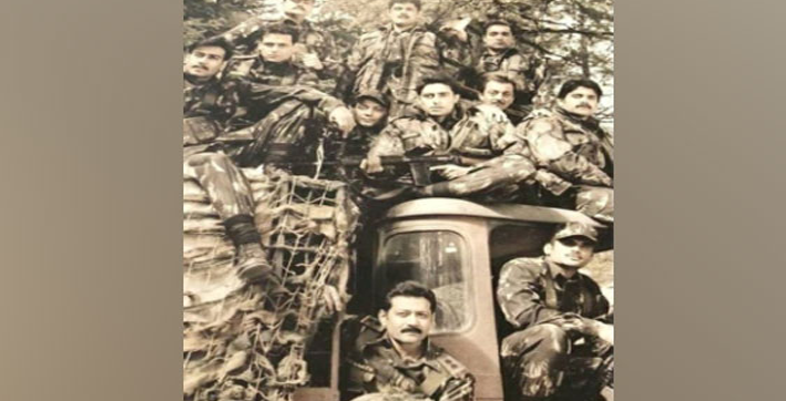 sanjay dutt digs out monochrom picture from loc kargil sets on army day