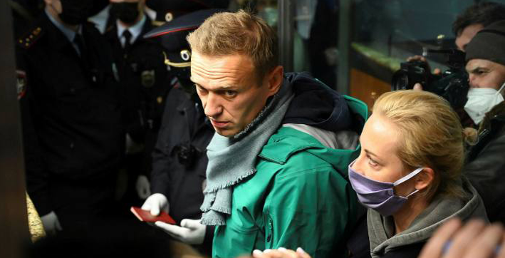 kremlin critic navalny detained on return to moscow five months after being poisoned