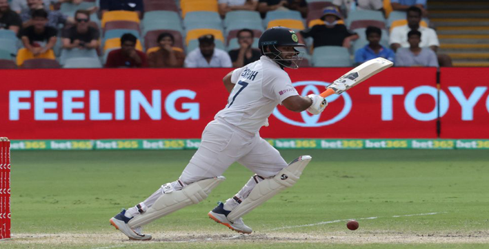pant breaks dhonis record becomes fastest indian wicket-keeper to 1000 test runs