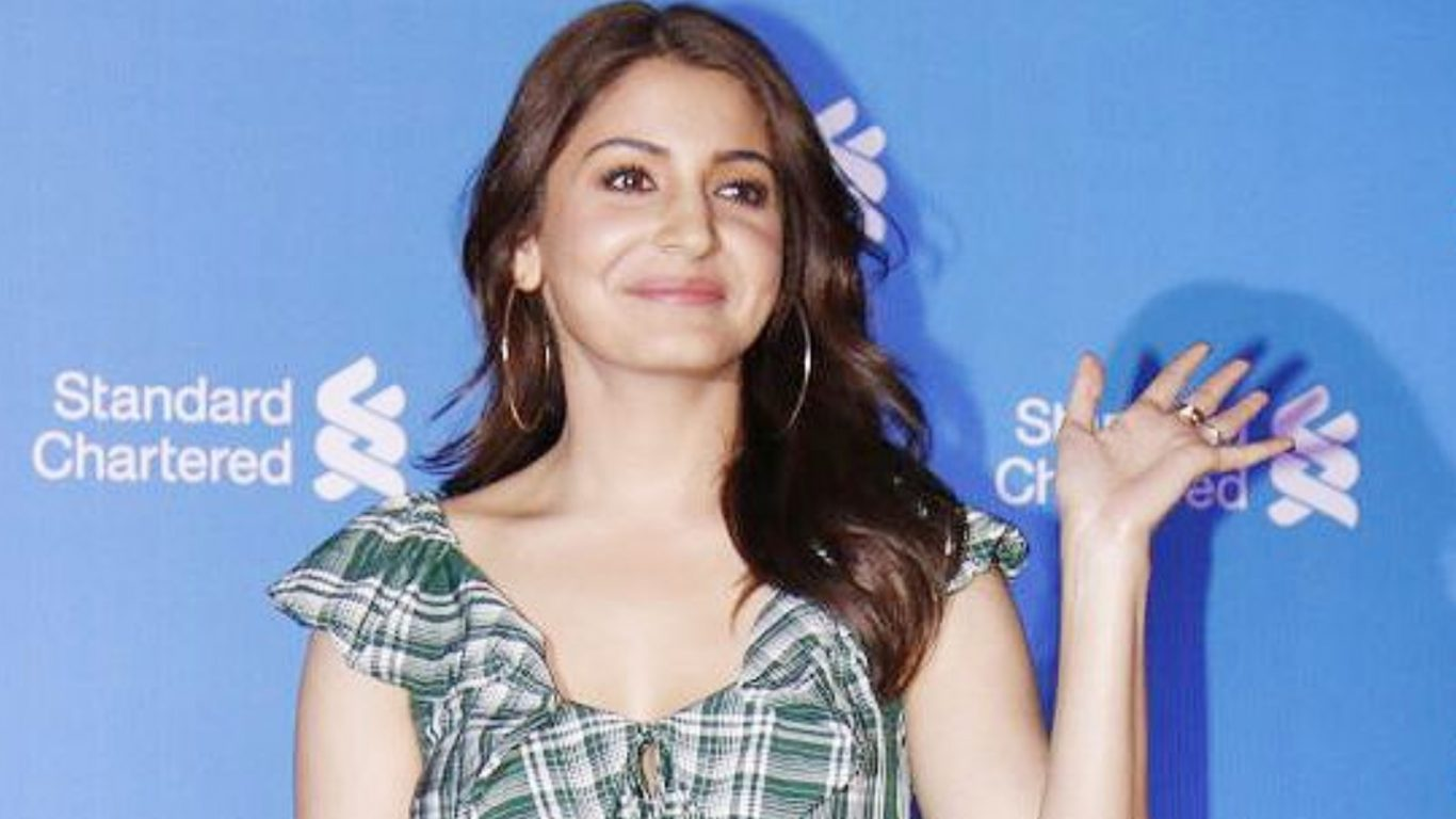 anushka shares throwback picture with childhood friends