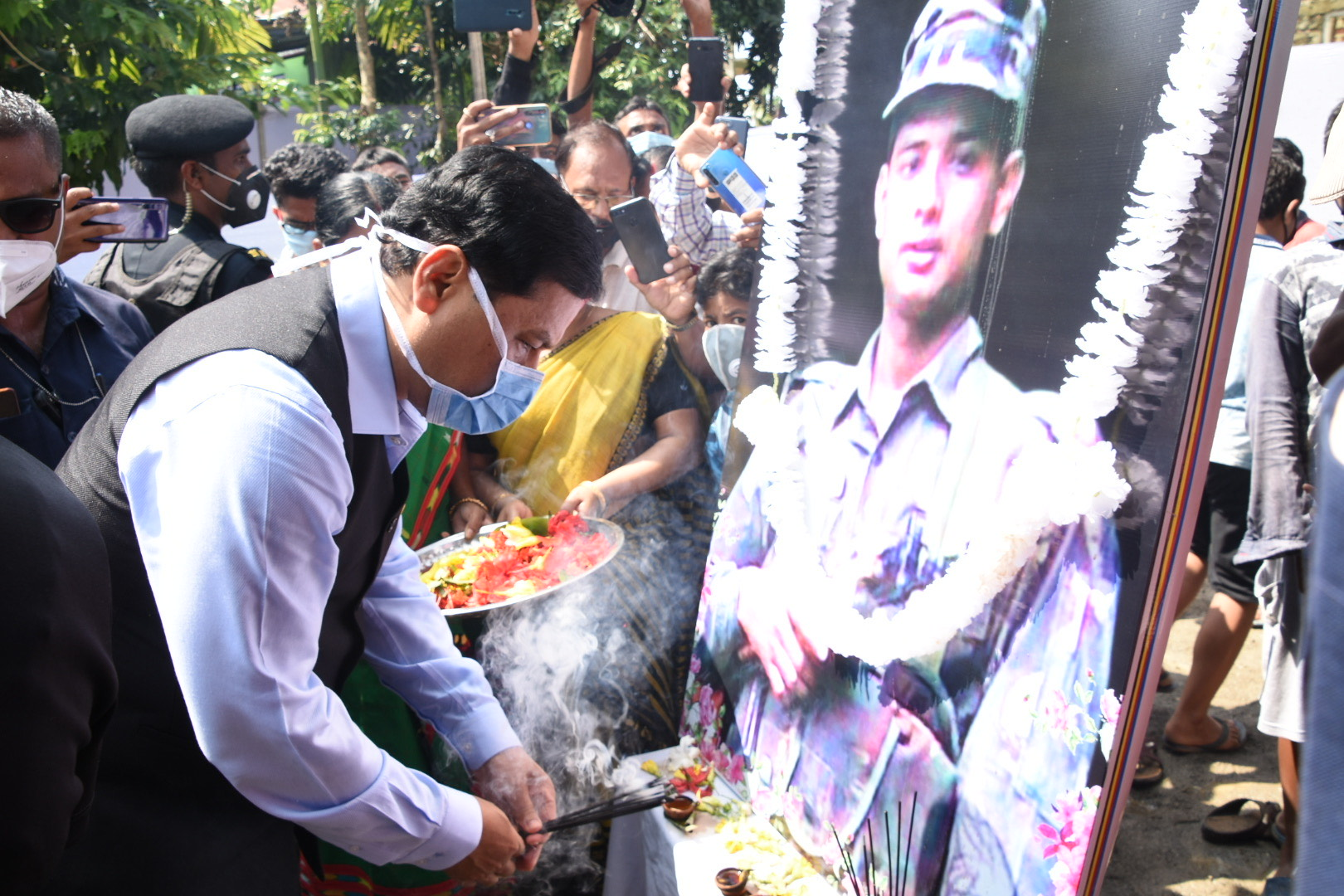 cm pays tributes to ar martyr
