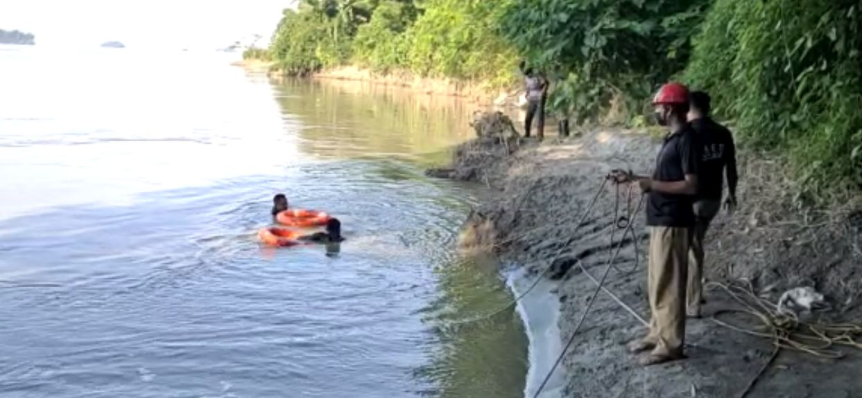 youth feared drowned in brahmaputra at pandu