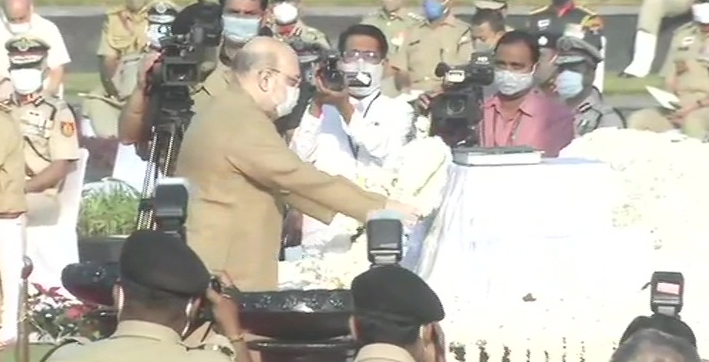 amit shah pays tribute to police personnel