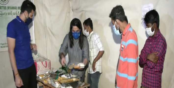 delhi restaurateurs distribute food among rohingya refugees on navratri
