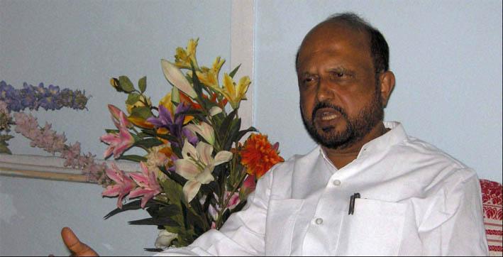 pm modi meets family of ailing ex-cm prafulla kumar mahanta wishes for his speedy recovery