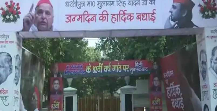 samajwadi party workers celebrate mulayam singh yadavs 82nd birthday