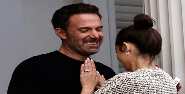 ben affleck ana de armas indulge in pda on new orleans movie set