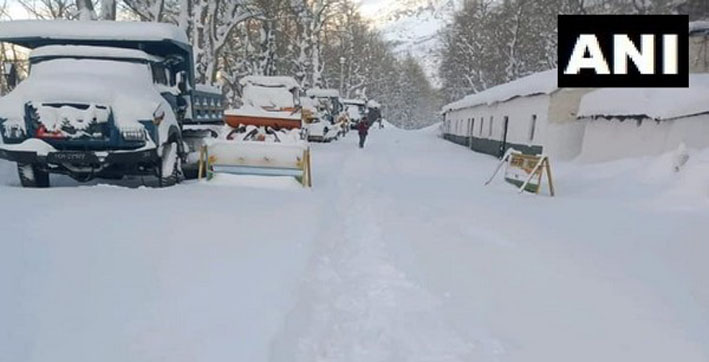 nh 3 at himachals sissu blocked after heavy snowfall