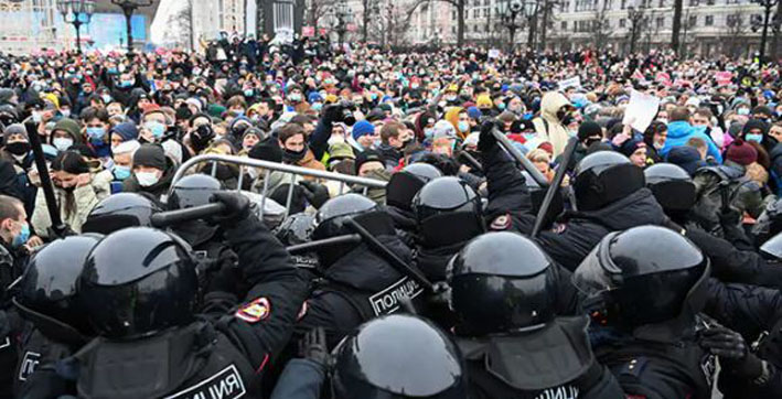 over 2500 arrested in russia as people protests against jailing of alexei navalny