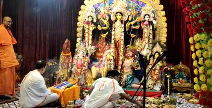 maha ashtami today rain plays spoilsport in puja festivities