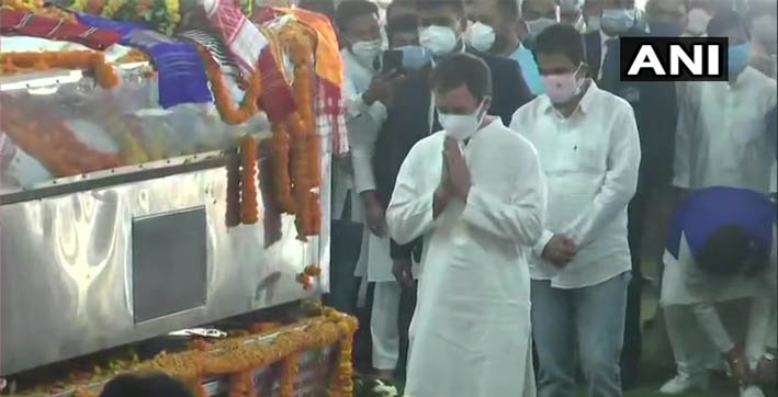 congress leader rahul gandhi pays tribute to tarun gogoi at kalakshetra