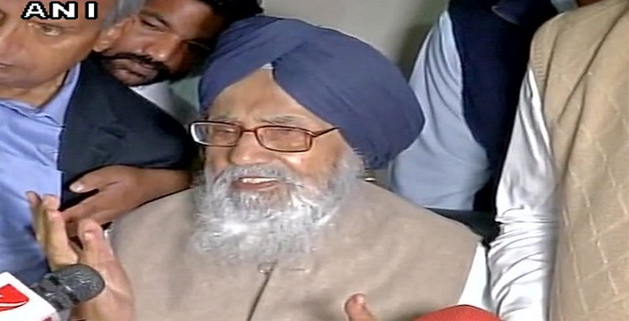 parkash singh badal returns padam vibhushan in protest against farm laws