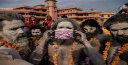 Kumbh Mela: Thousands take dip in Ganga amid rising Covid cases