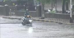Mumbai to remain under lockdown due to heavy rainfall