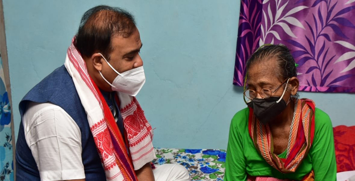 cm-himanta-biswa-sarma-takes-stock-of-padma-shri-awardee-birubala-rabha's-health