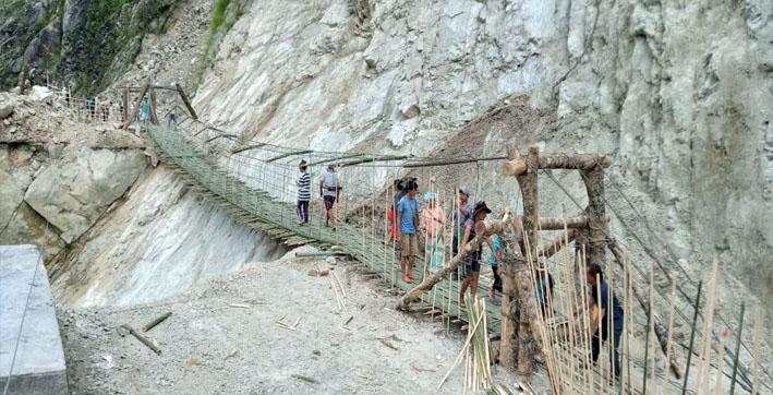 arunachal-pradesh-villagers-of-pangin-constructs-suspension-bridge-without-any-