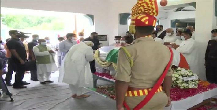 'we-lost-a-capable-leader'-pm-modi-pays-last-respects-to-former-up-chief-minist