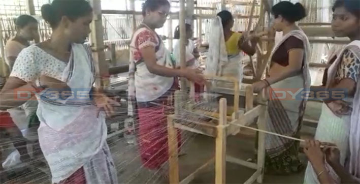 the-story-of-sabita-changmai-the-weaver-from-sarupathar-who-is-making-it-big