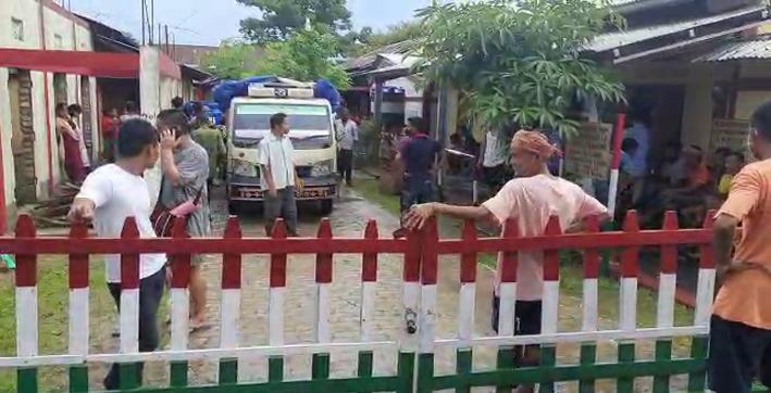 around-1200-people-enters-karimganj-from-tripura-takes-shelter